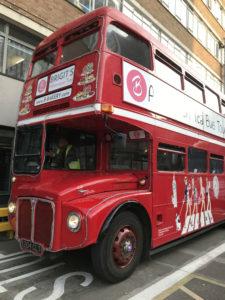 ロンドン留学の自由時間に市内観光。KISの園バスのつもりで乗ってみました